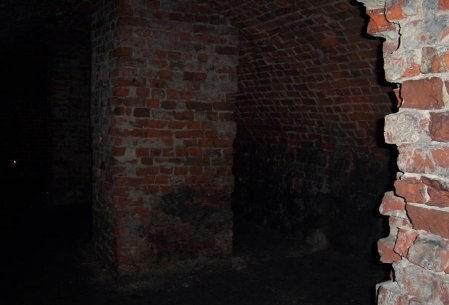 страшную бабу в подвале
