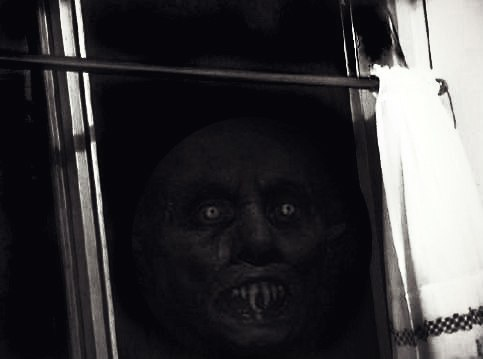 Стук в окно Детские страшилки   картинка