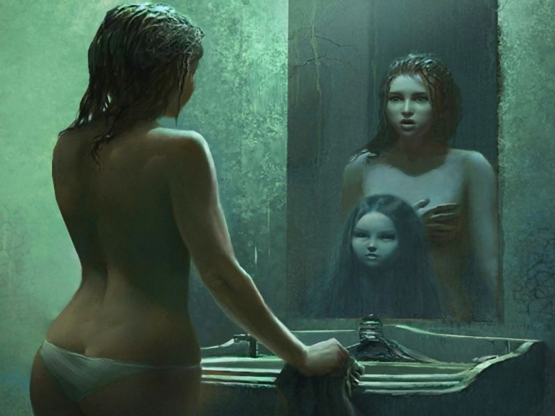 Отражение в зеркале искажает улыбку