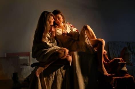 Гадание с расческой под подушкой на суженого на Рождество, Крещение, Святки