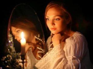 Гадания с зеркалами и свечами