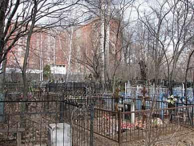 Дом у кладбища