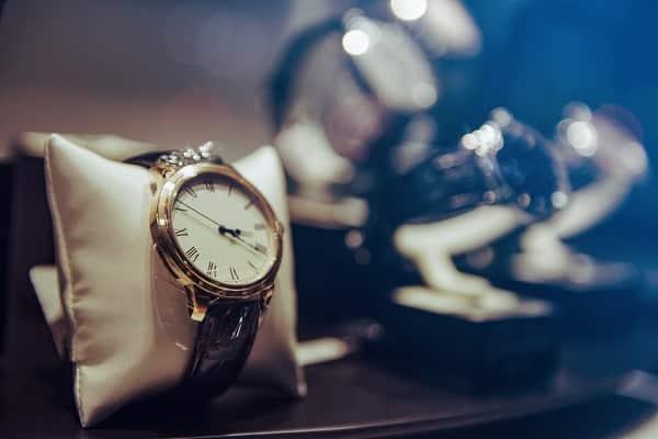 Почему часы останавливаются на руке умершего