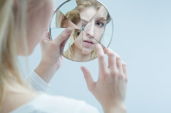 Что нельзя делать перед зеркалом Приметы  картинка