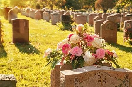 Завтрак после похорон на кладбище