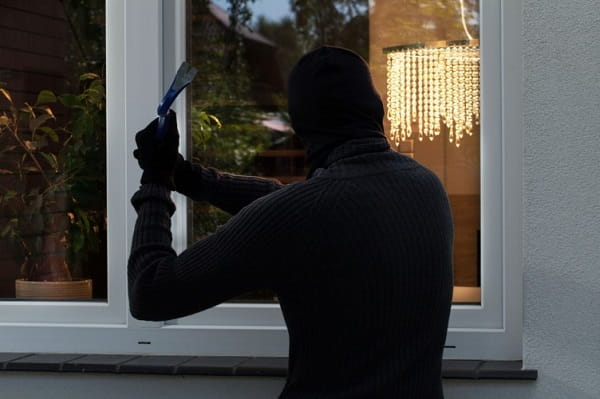 К чему снится ограбление дома во сне Сонник  картинка