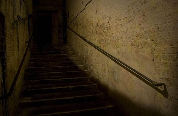 Видеть подвал во сне Сонник  картинка