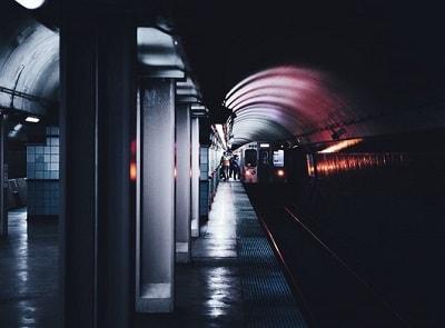 Женщина в метро
