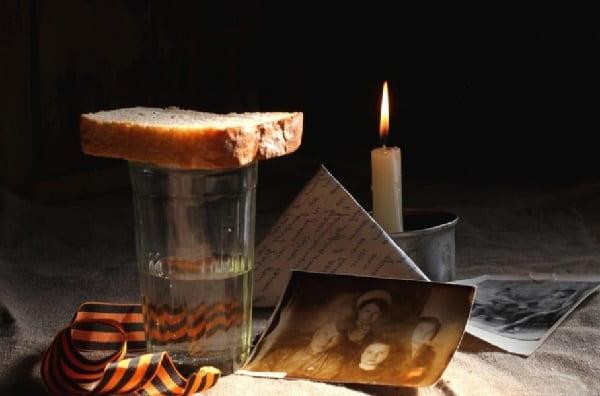 Стакан воды и хлеб для умершего Приметы  картинка