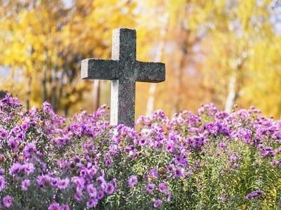 Крест или памятник на могилу