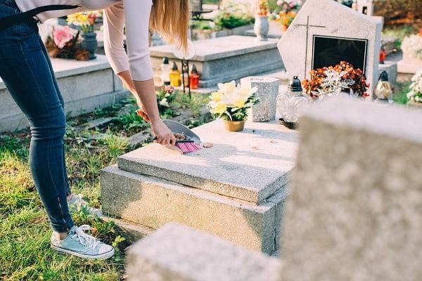 Можно ли ходить на кладбище в день рождения покойного Вера и надежда  картинка