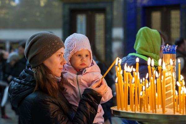Сколько свечей, кому и как нужно ставить в церкви Вера и надежда  картинка